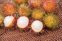 被剥皮的长毛的果子红毛丹印度尼西亚 免版税库存图片