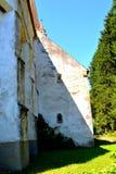 被加强的中世纪撒克逊人的教会在村庄Cincu, Grossschenk,特兰西瓦尼亚,罗马尼亚 库存图片