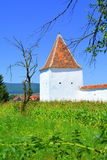 被加强的中世纪撒克逊人的教会在村庄Merghindeal- Mergenthal,特兰西瓦尼亚,罗马尼亚 免版税库存图片