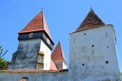 被加强的中世纪撒克逊人的教会在村庄Merghindeal- Mergenthal,特兰西瓦尼亚,罗马尼亚 图库摄影