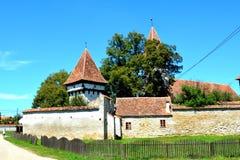 被加强的中世纪撒克逊人的教会在Cinsor-Kleinschenk,锡比乌县 库存照片