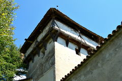 被加强的中世纪撒克逊人的教会的塔在Cincsor-Kleinschenk,锡比乌县 免版税库存照片