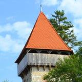 被加强的中世纪撒克逊人的福音派教会在村庄Cata,特兰西瓦尼亚,罗马尼亚 图库摄影