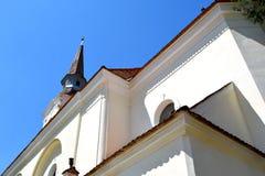 被加强的中世纪教会在村庄Crit,特兰西瓦尼亚 免版税库存照片