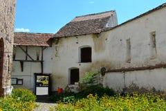 被加强的中世纪教会在村庄Homorod,特兰西瓦尼亚 免版税库存照片