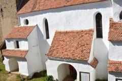 被加强的中世纪教会在村庄Viscri,特兰西瓦尼亚 库存照片