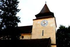 被加强的中世纪教会的塔在金巴夫(Weidenbach),特兰西瓦尼亚 免版税图库摄影