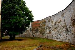 被加强的中世纪教会的墙壁在金巴夫(Weidenbach),特兰西瓦尼亚 图库摄影