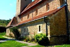 被加强的中世纪教会的庭院在Malancrav,特兰西瓦尼亚 免版税库存图片