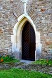 被加强的中世纪教会的门在Malancrav,特兰西瓦尼亚 免版税图库摄影