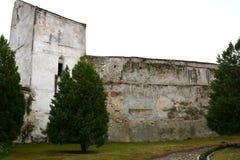 被加强的中世纪教会金巴夫,特兰西瓦尼亚的庭院 免版税库存照片
