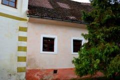 被加强的中世纪教会金巴夫,特兰西瓦尼亚的庭院 免版税库存图片