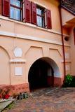 被加强的中世纪教会Cristian,特兰西瓦尼亚的庭院 库存照片