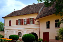 被加强的中世纪教会Cristian,特兰西瓦尼亚的庭院 免版税库存图片