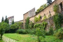 被加强的中世纪教会Cristian,特兰西瓦尼亚的庭院 库存图片