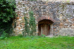被加强的中世纪教会Cristian,特兰西瓦尼亚的庭院 免版税图库摄影