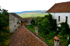 被加强的中世纪教会Ungra,特兰西瓦尼亚的庭院 免版税库存图片