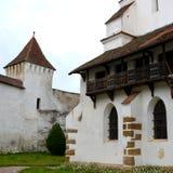 被加强的撒克逊人的中世纪教会哈曼,特兰西瓦尼亚,罗马尼亚的庭院 免版税库存照片
