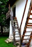 被加强的撒克逊人的中世纪教会哈曼,特兰西瓦尼亚,罗马尼亚的庭院 库存照片