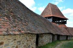 被加强的撒克逊人的中世纪教会在村庄Viscri,特兰西瓦尼亚 库存图片