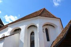 被加强的撒克逊人的中世纪教会在村庄Viscri,特兰西瓦尼亚 图库摄影