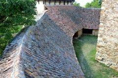 被加强的撒克逊人的中世纪教会在村庄Viscri,特兰西瓦尼亚 免版税库存照片
