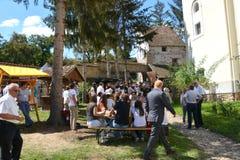 被加强的撒克逊人的中世纪教会的庭院在村庄Crit -克洛伊茨,特兰西瓦尼亚 库存图片