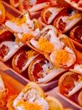 被包装的亚洲甜点绉纱薄煎饼街道货摊 库存照片