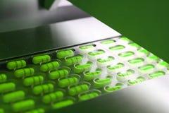 被包装的绿色胶囊 免版税库存图片