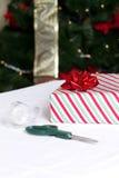 被包裹的圣诞节礼物 免版税库存图片