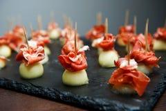 被包裹的开胃菜火腿意大利瓜prosciutto 意大利开胃菜 图库摄影