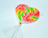 被包裹的心脏棒棒糖 免版税库存照片