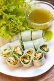 被包裹的油煎的鲭鱼用面条,泰国食物。 图库摄影