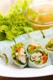 被包裹的油煎的鲭鱼用面条,泰国食物。 库存照片