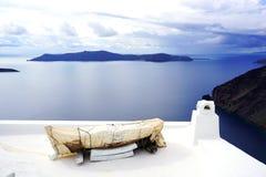 被包裹的独木舟在圣托里尼,希腊 免版税库存照片