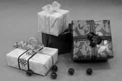 被包裹的礼品 免版税库存图片