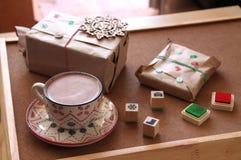 被包裹的礼物和礼物 库存图片