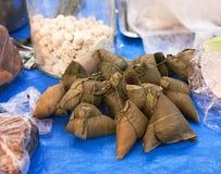 被包裹的黏米饭 免版税库存照片