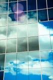 被反射的云彩 免版税库存图片