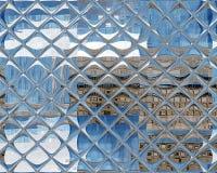 被反映的玻璃无缝的重复的瓦片样式银蓝色 免版税库存照片