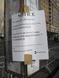 被取消的公共汽车,计划的服务变动, NYC, NY,美国通知  免版税库存图片