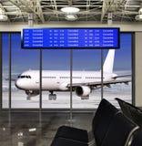 被取消的飞行在机场 免版税库存照片