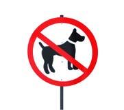 被取缔的标志走的狗 免版税库存图片