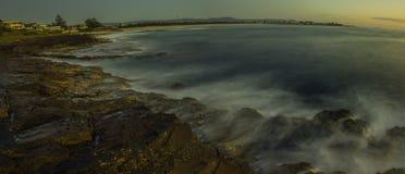 被变形的Shellharbour海滩 免版税库存图片
