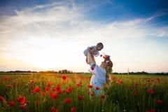 被启发的年轻母亲 免版税库存照片