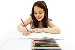 被吸收的五颜六色的图画女孩小的铅笔 免版税库存图片