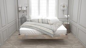 被回收的床,垂悬的木轻便马车,斯堪的纳维亚卧室,白色 免版税图库摄影