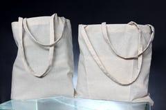 从被回收的黑森州的大袋做的购物袋 图库摄影
