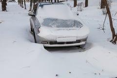 被困住的汽车雪 库存照片