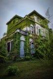 被困扰的小山的之家 库存照片